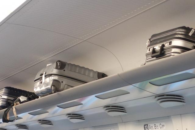 新幹線の荷物棚